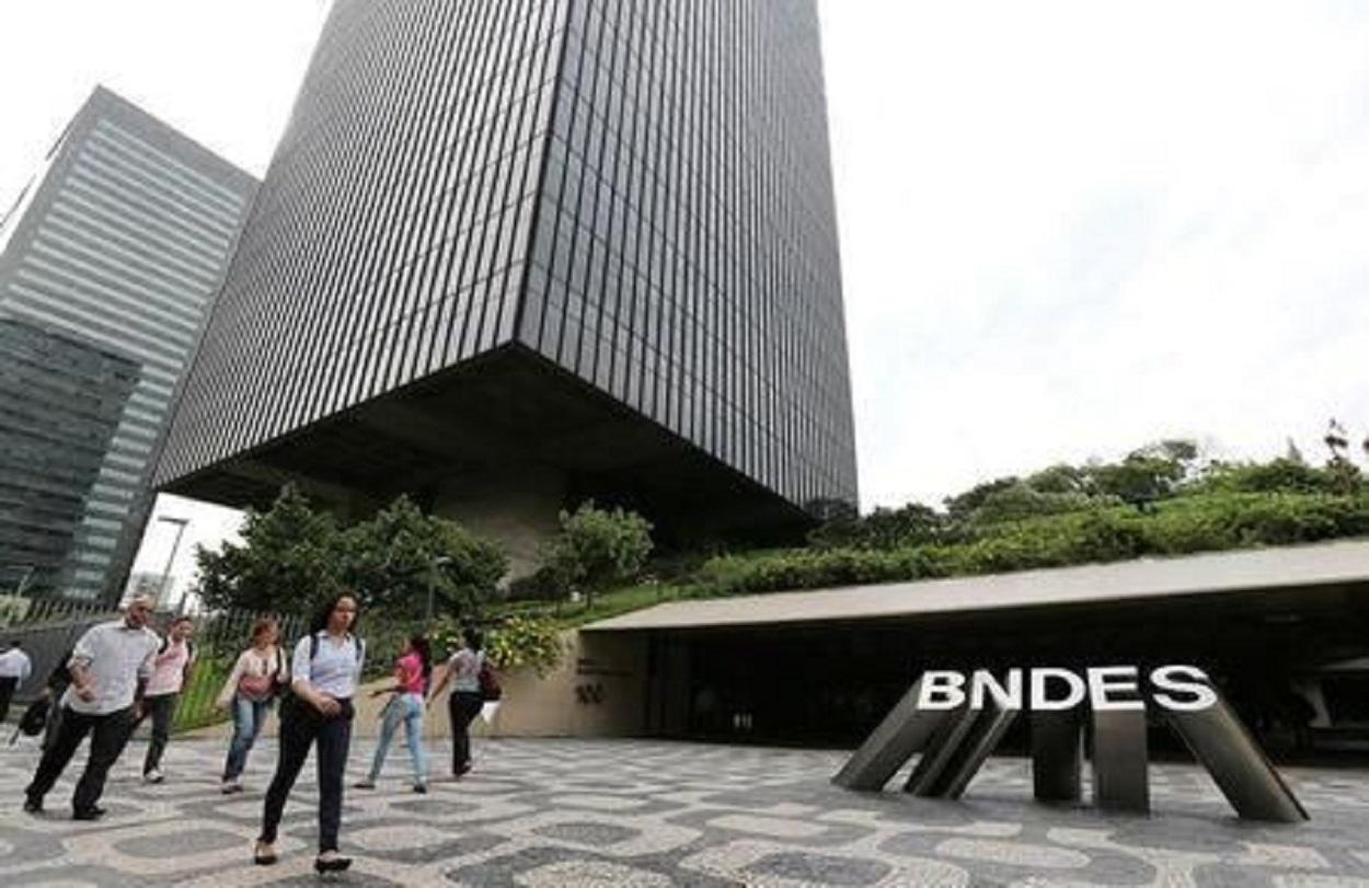 2017-08-30T144752Z_1_LYNXNPED7T17E_RTROPTP_2_FINANZAS-BRASIL-BNDES