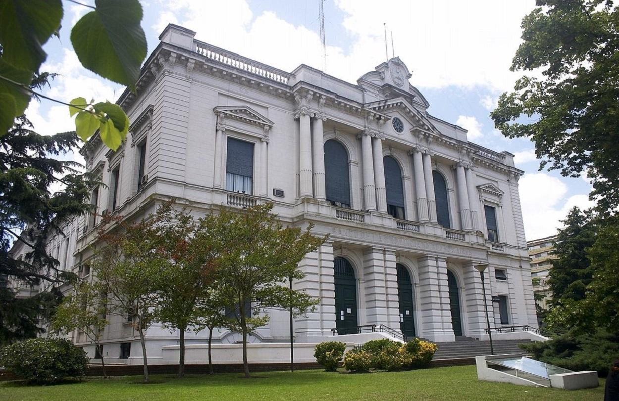 1200px-Banco_Provincia_Casa_Matriz-La_Plata-1